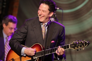 Guitarrista fez sucesso no Sala do Professor Buchanan's