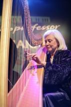 A harpista Catherinne Michel